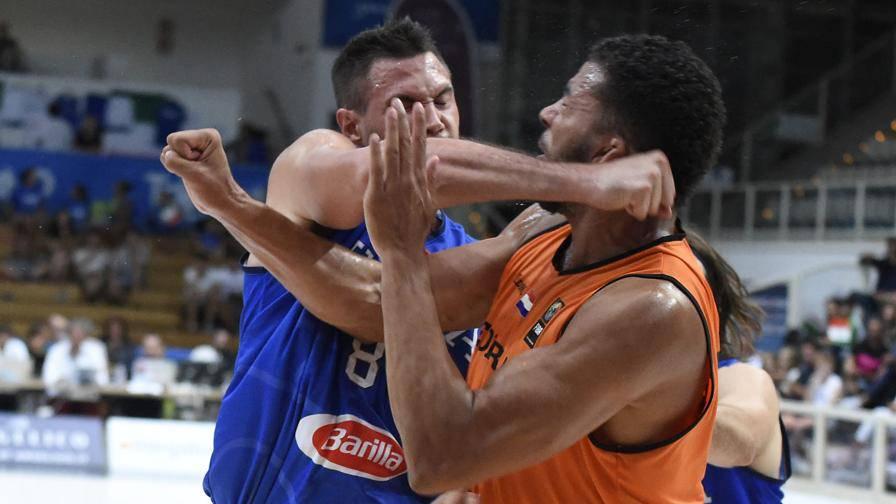 Il Gallo prende a cazzotti i sogni del basket azzurro